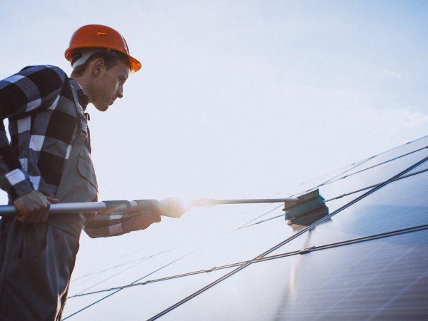 Lavagem de módulos solares: Os módulos solares não são como as janelas